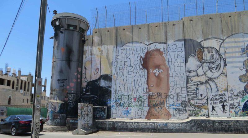 Betlemme il Muro vicino alla Tomba di Rachele